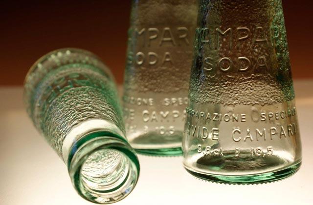 segunda_oportunidad_objetos_comercializados_raffaele_celentano_ingo_maurer_lampara_botellas_campari_